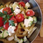 Insalata di pasta con acciuga e pomodorini