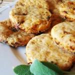 Biscottini ai pomodori secchi e pecorino sardo
