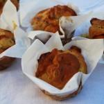 Muffin scamorza, nocciole e funghi secchi