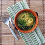 Zuppetta di spaghettini di riso alghe e piselli