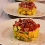 Tartare di tonno, mango e avocado con dressing di soia e zenzero