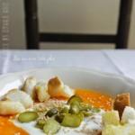 Vellutata di zucca con cetriolini sott'aceto