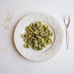 Gnocchi con pesto di spinaci e robiola