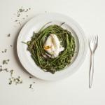 Uovo poché con asparagi selvatici