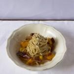 Fettuccine alla zucca, coriandoli di prosciutto e semi di girasole