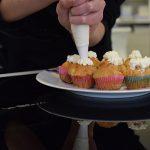 Muffin al pecorino e pomodori secchi con crema al formaggio