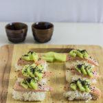 Nigiri sushi di salmone scottato in padella