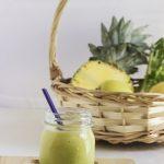 Smoothie detox ananas, mela verde e sedano