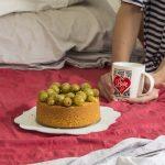 Torta rustica con farina di mais e uva caramellata