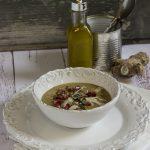 Vellutata di lenticchie, grana, semini e melograna