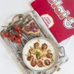 Crema di stracciatella con pomodorini confit e crumble di Salsiccia Casareccia Clai