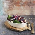 Insalata invernale di broccoli, cavolo cappuccio e Asiago