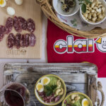 Gazpacho verde con uova di quaglia, anacardi e Salsiccia Casareccia Clai