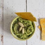 Hummus verde di piselli e avocado